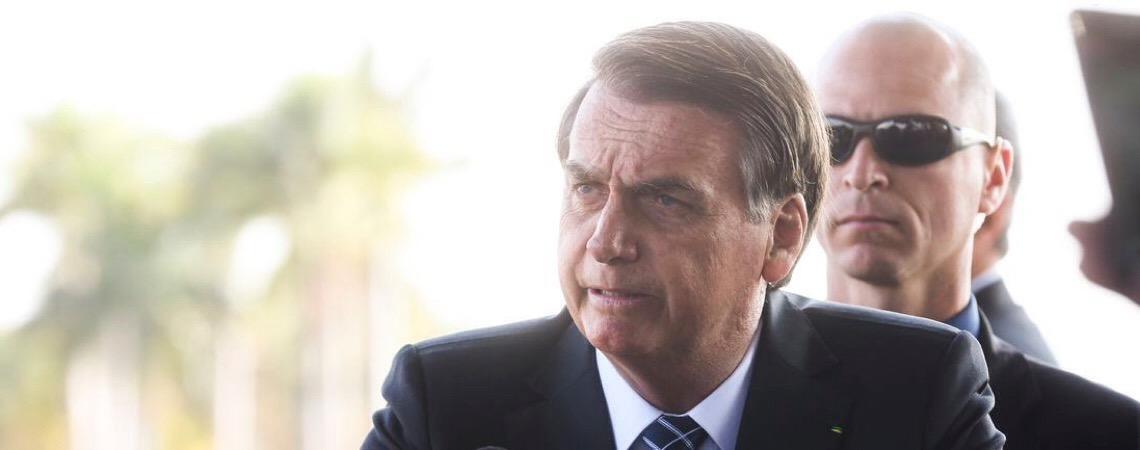 Jair Bolsonaro autoriza uso das Forças Armadas contra incêndios na Amazônia