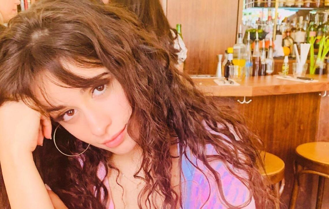 """Camila Cabello fala sobre redes sociais. """"não sei como não ser afetada pelo que as pessoas dizem aqui"""""""