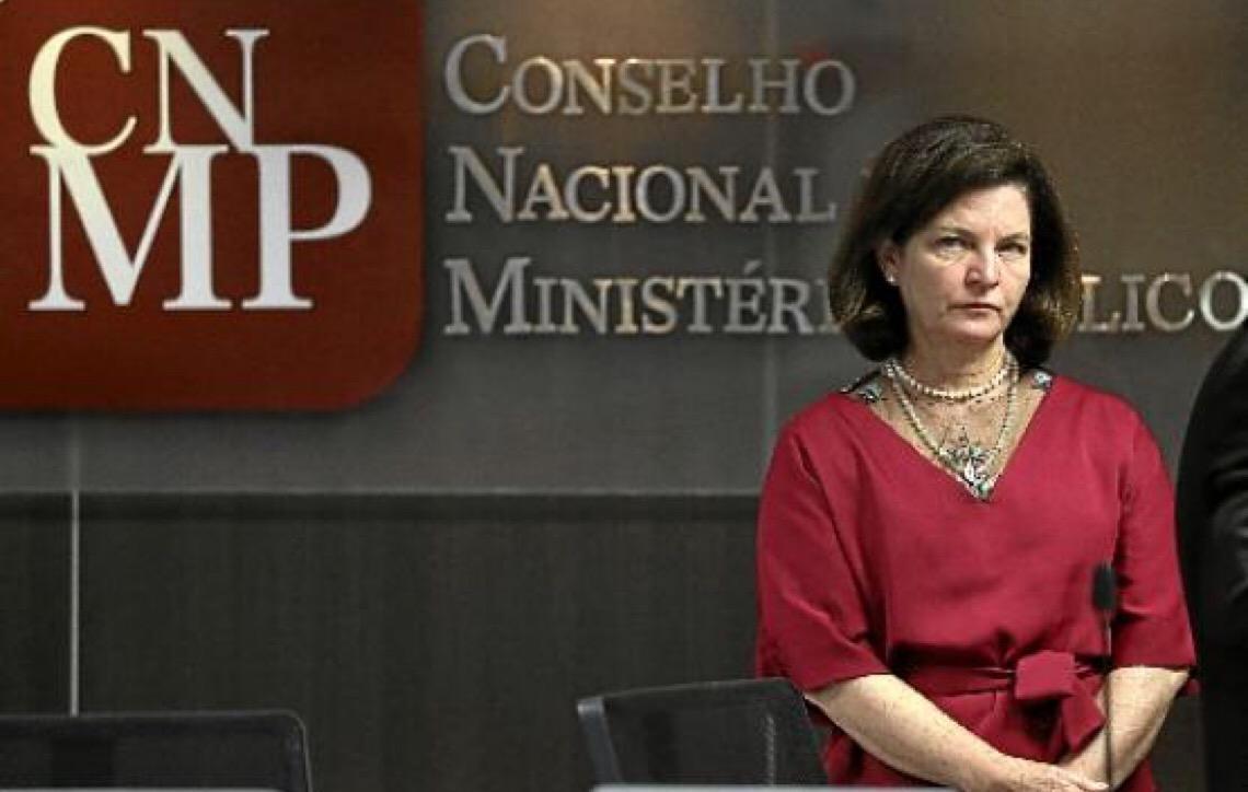 Procuradora Raquel Dodge deixa o cargo em crise institucional