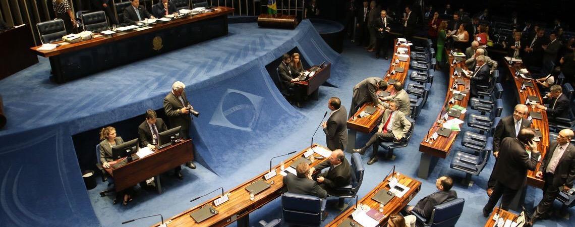 Uso de dinheiro público em campanhas gera discussão no Senado brasileiro