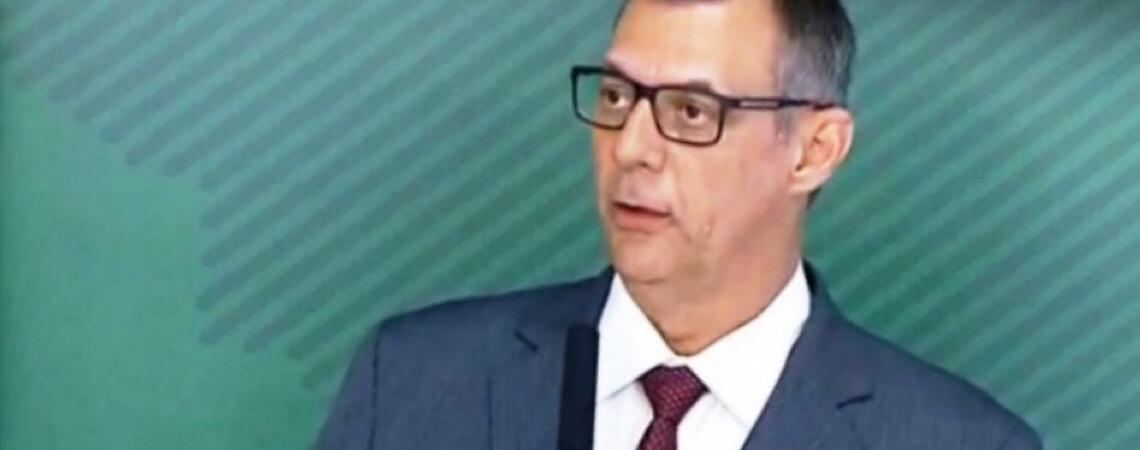 É melhor avisar o vice Hamilton Mourão de que existe um plano para matar Jair Bolsonaro