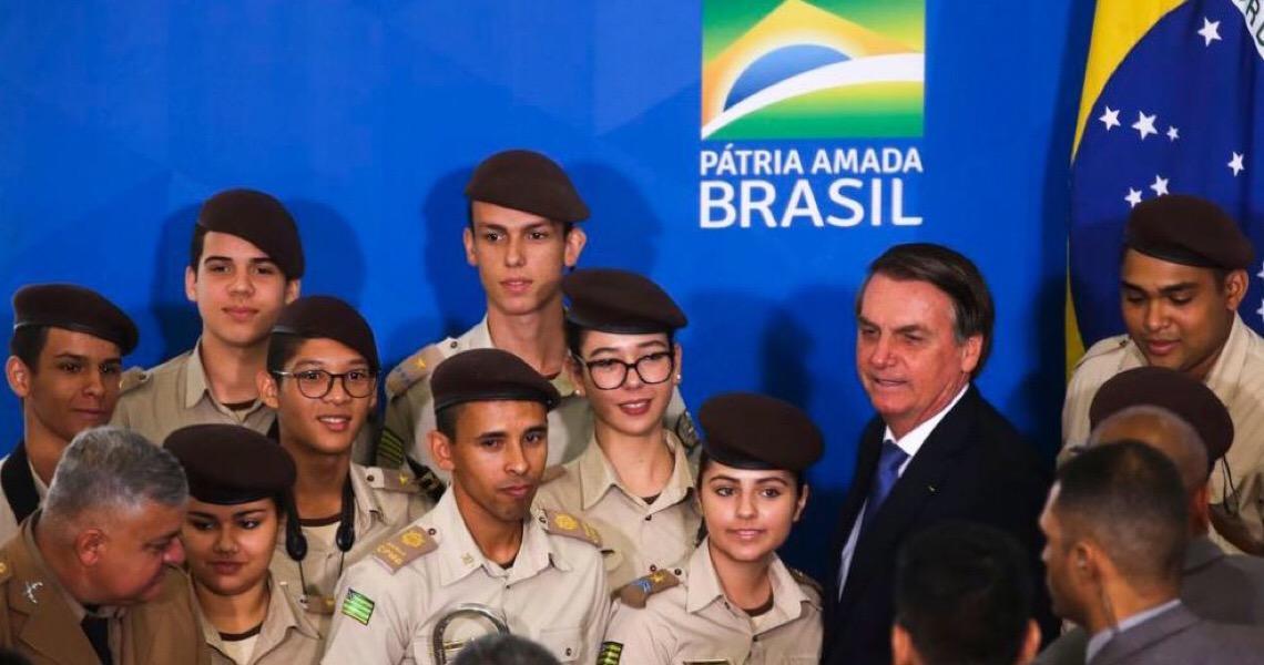 Governos de Brasília e de quinze estados aderem ao Programa das Escolas Cívico-Militares