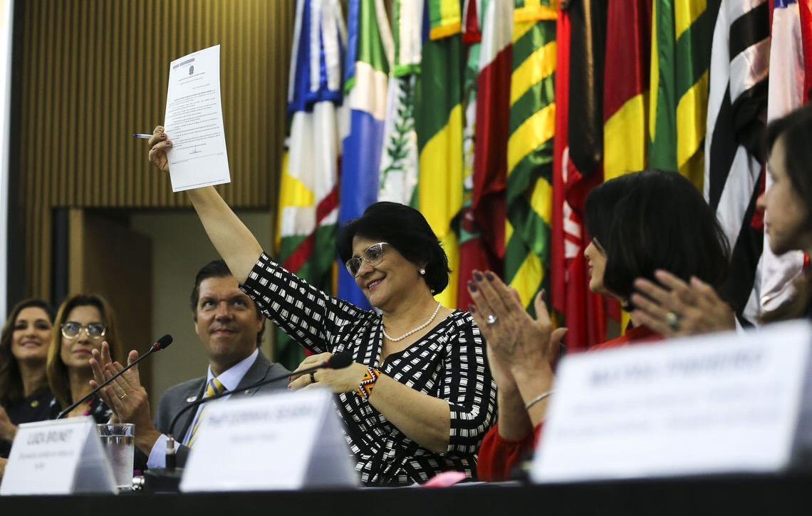 Governo brasileiro lança programa Salve Uma Mulher