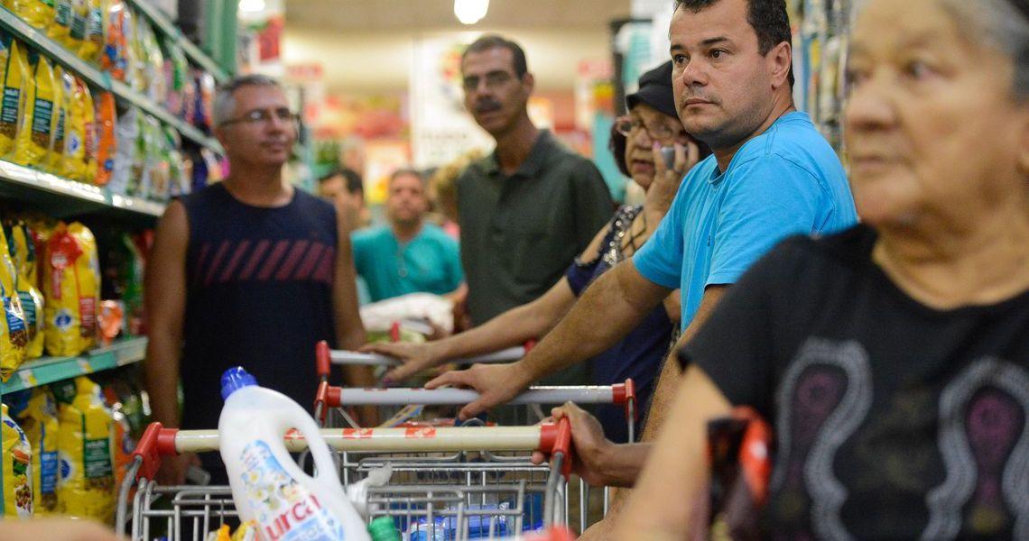 Custo da cesta básica em setembro diminuiu em 16 capitais