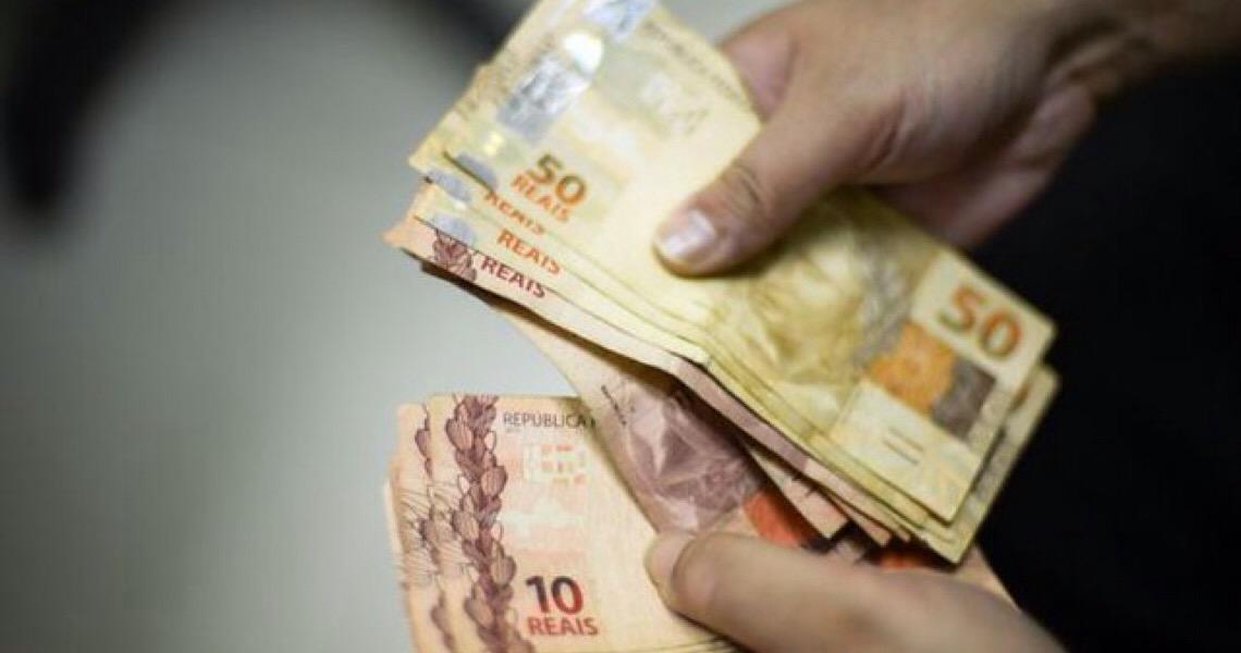 Famílias brasileiras ficaram mais pobres nos últimos anos, aponta IBGE