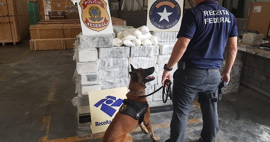 Cão farejador da Receita Federal descobre carregamento de 1,3 tonelada cocaína no porto de  Paranaguá