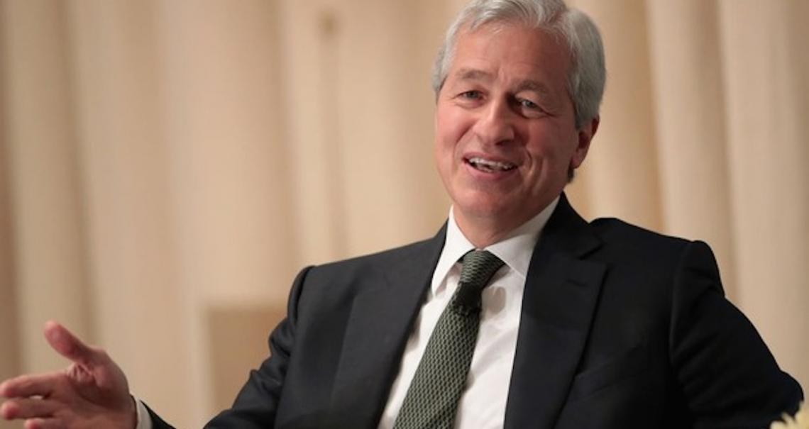 """CEO do JPMorgan diz que libra, a criptomoeda do Facebook, """"nunca vai acontecer"""""""