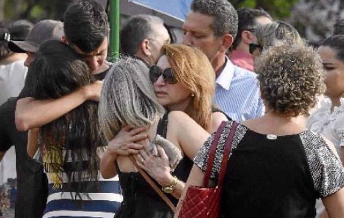 Mãe exemplar e trabalhadora dedicada. Família pede justiça em velório de Noélia