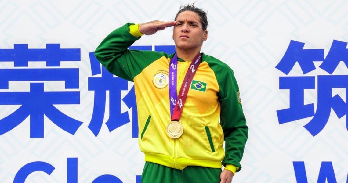 Na batida de mão, Ana Marcela leva o ouro nos 10km da maratona aquática dos Jogos Mundiais Militares