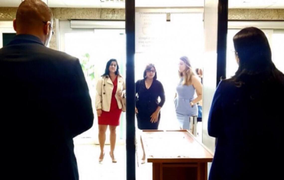 Juíza mede saia de advogadas com régua, denuncia OAB Rio de Janeiro