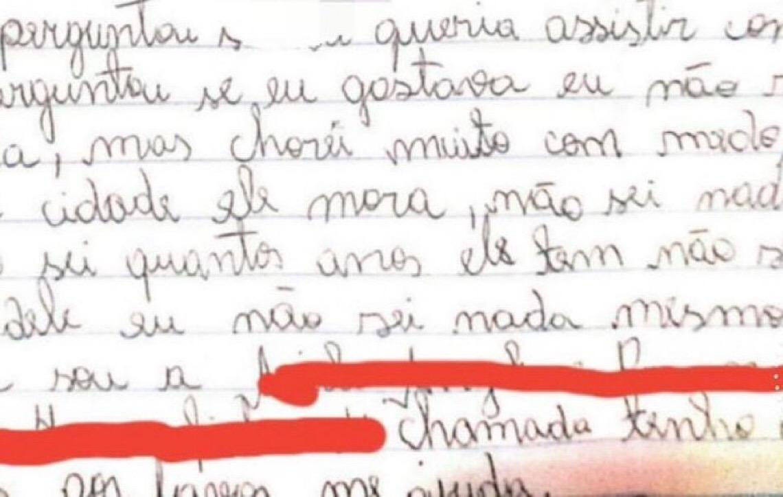 Menina entrega carta à polícia após assédio sexual na internet: 'Tenho apenas 10 anos, por favor, me ajuda'