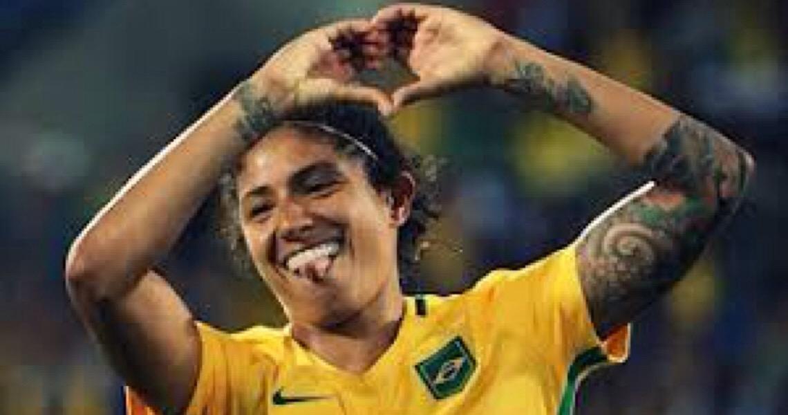 Cristiane Rozeira. Artilheira do futebol feminino conta que passou a vida 'tomando xingamento'