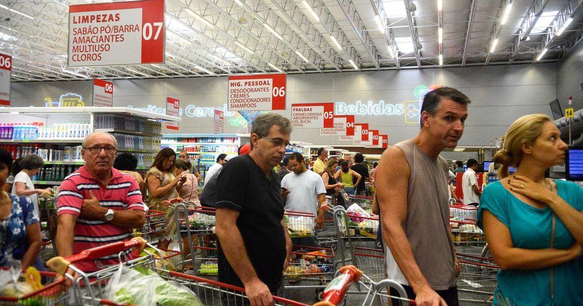 Inflação medida pelo IPC-S cai em cinco capitais, diz pesquisa da FGV