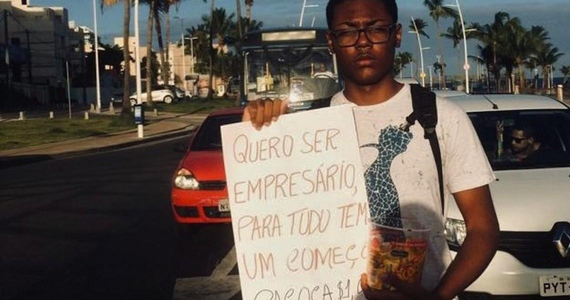 Aos 16 anos, baiano vende doce na rua para realizar sonho de abrir empresa