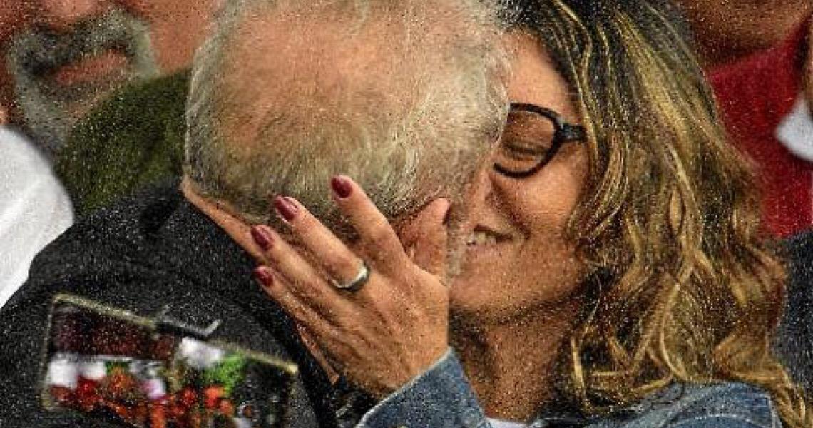 Após deixar a prisão, Lula ataca governo, Moro e Lava-Jato. Decisão põe juristas em campos opostos