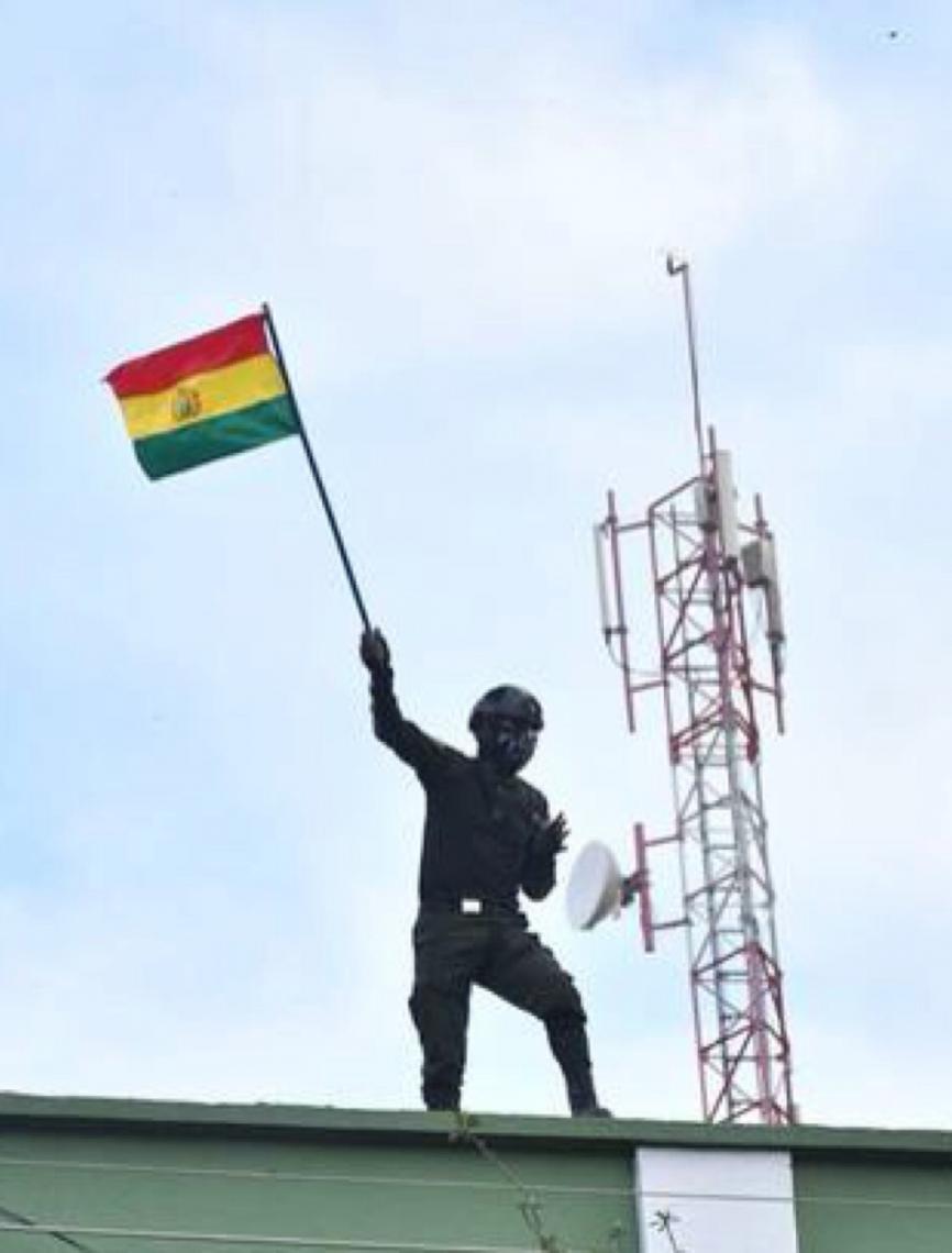 Policiais se rebelam contra Evo em 3 cidades da Bolívia; presidente diz que há 'golpe em andamento'