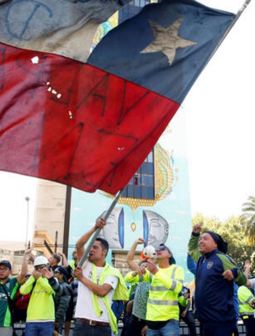 Chile anuncia processo para nova Constituição. Presidente diz que país está 'em guerra'
