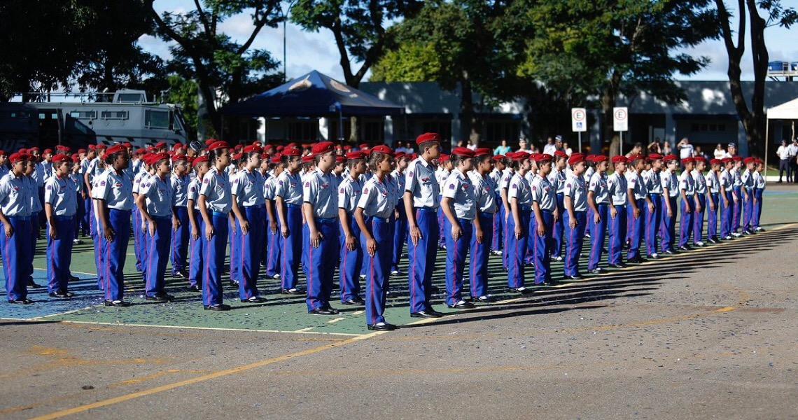 Órfãos de agentes de segurança mortos em ação têm vaga garantida em colégios militares do DF