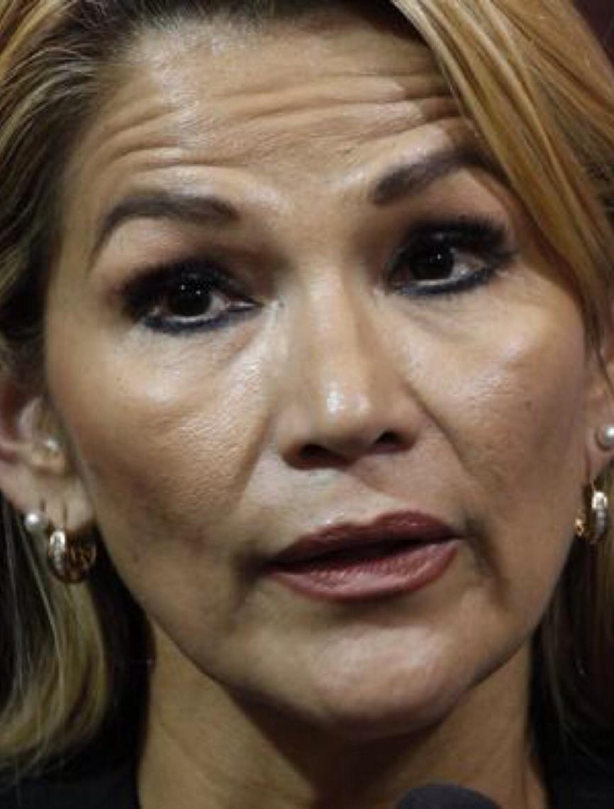 Senadora da oposição se declara presidente da Bolívia