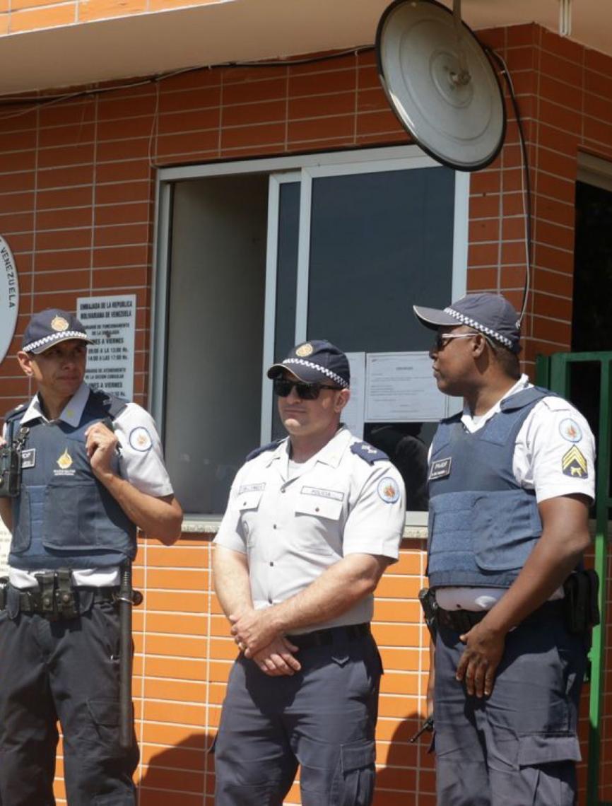 Bolsonaro repudia invasão da Embaixada da Venezuela