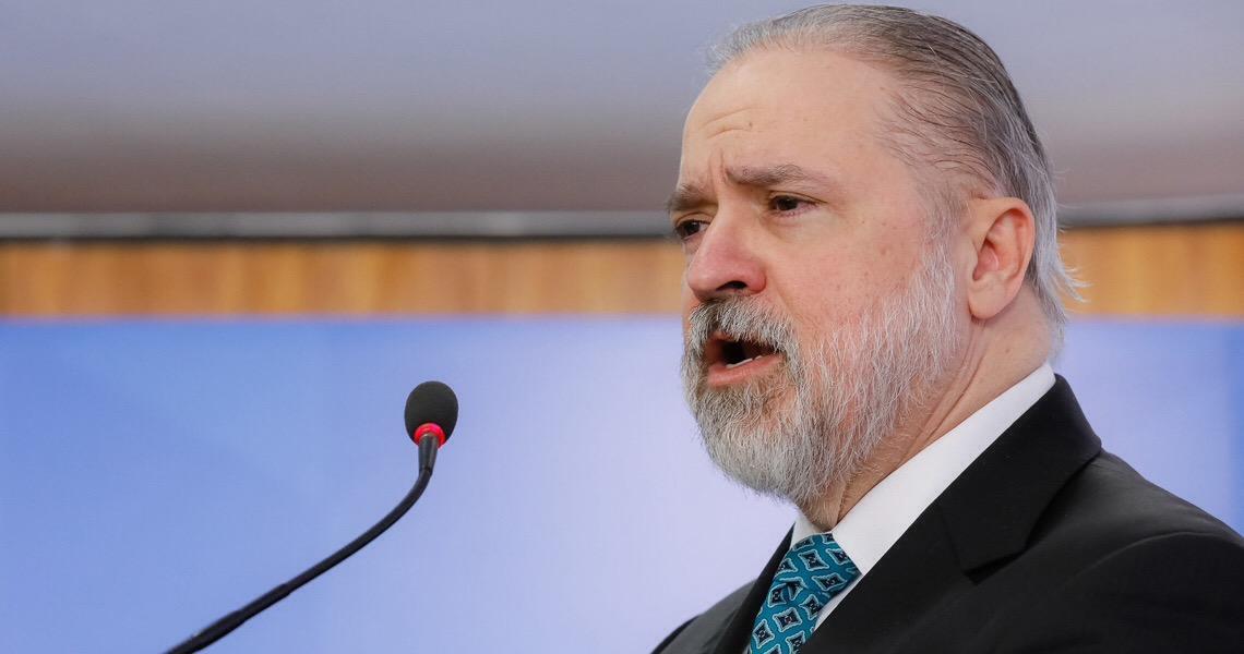 Augusto Aras pede ao STF para derrubar liminar de Toffoli que paralisou caso Queiroz