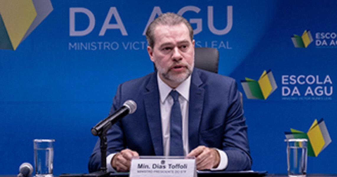 Em longo voto em que aparentou nervosismo e confusão, presidente do STF tentou justificar liminar controversa