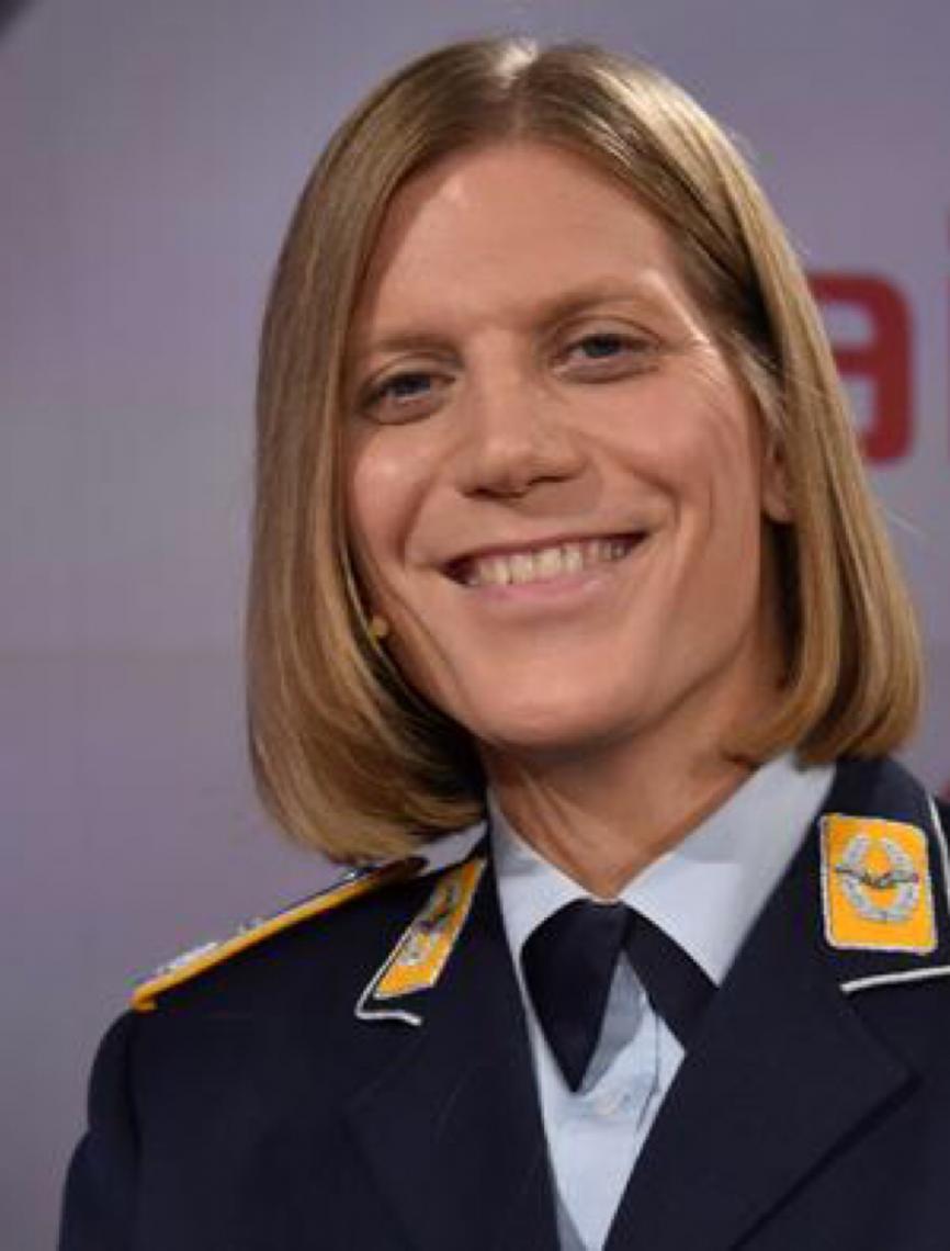 Documentário retrata primeira comandante transgênero do Exército alemão