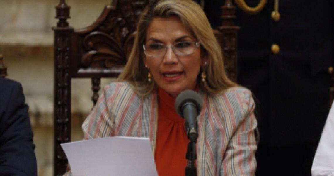 Bolívia derruba decreto que dava imunidade penal a militares e policiais