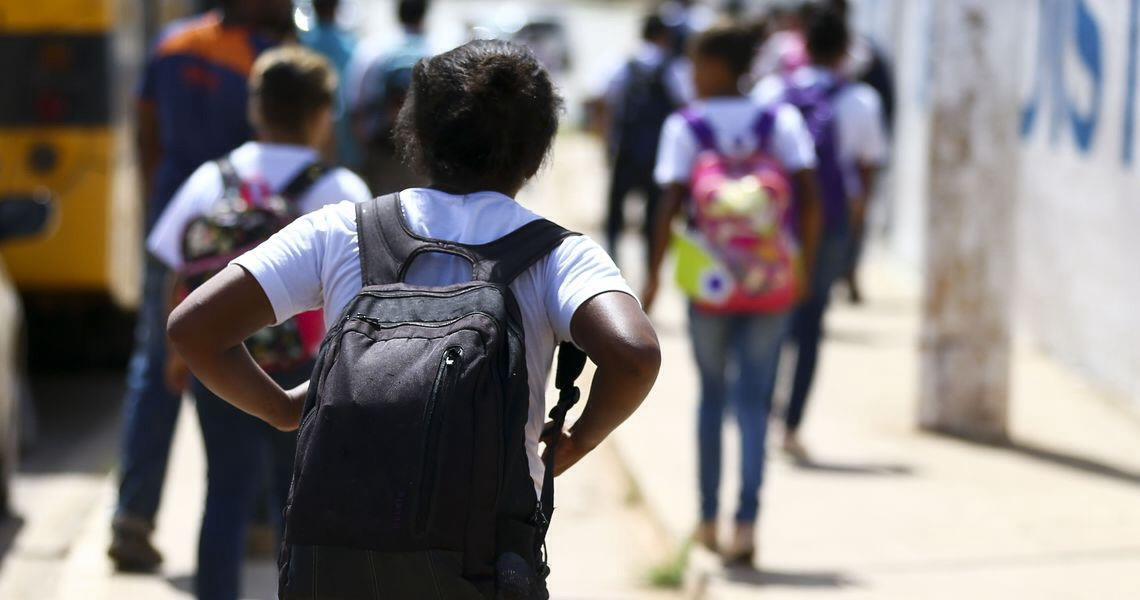 Pisa: meninas vão melhor em leitura e meninos, em matemática
