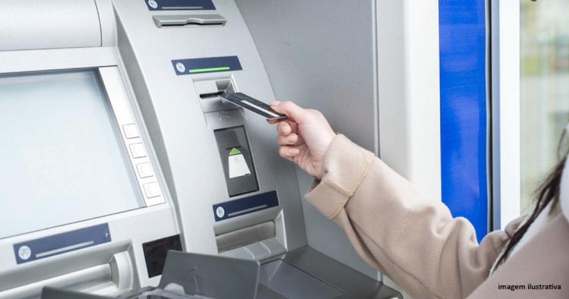 Banco de Brasília é condenado a pagar danos materiais por roubo de cartão dentro de agência