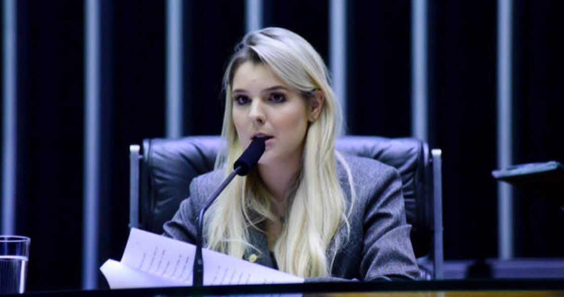Luísa Canziani, a caçula do Congresso que não se diz feminista lidera comissão da mulher
