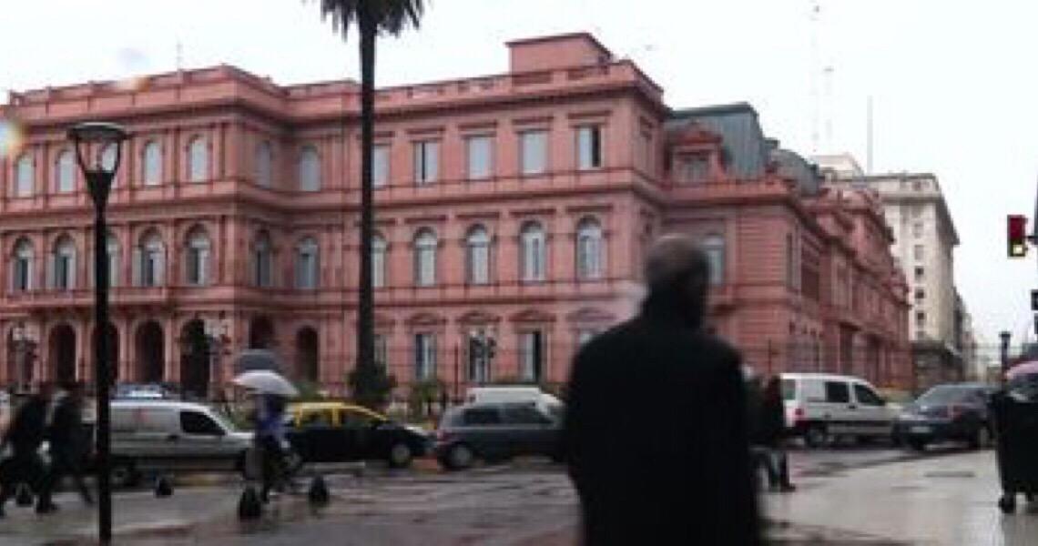 Horas antes da mudança de governo, Macri e Fernández assistem à missa