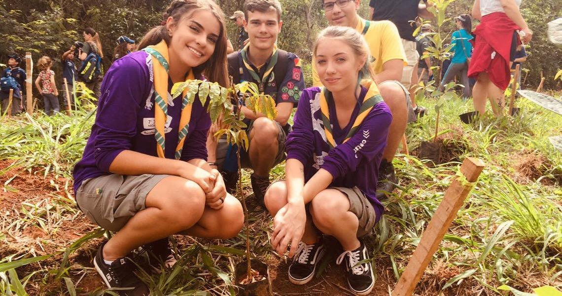 População participa de plantação de mudas nos parques das cidades no DF