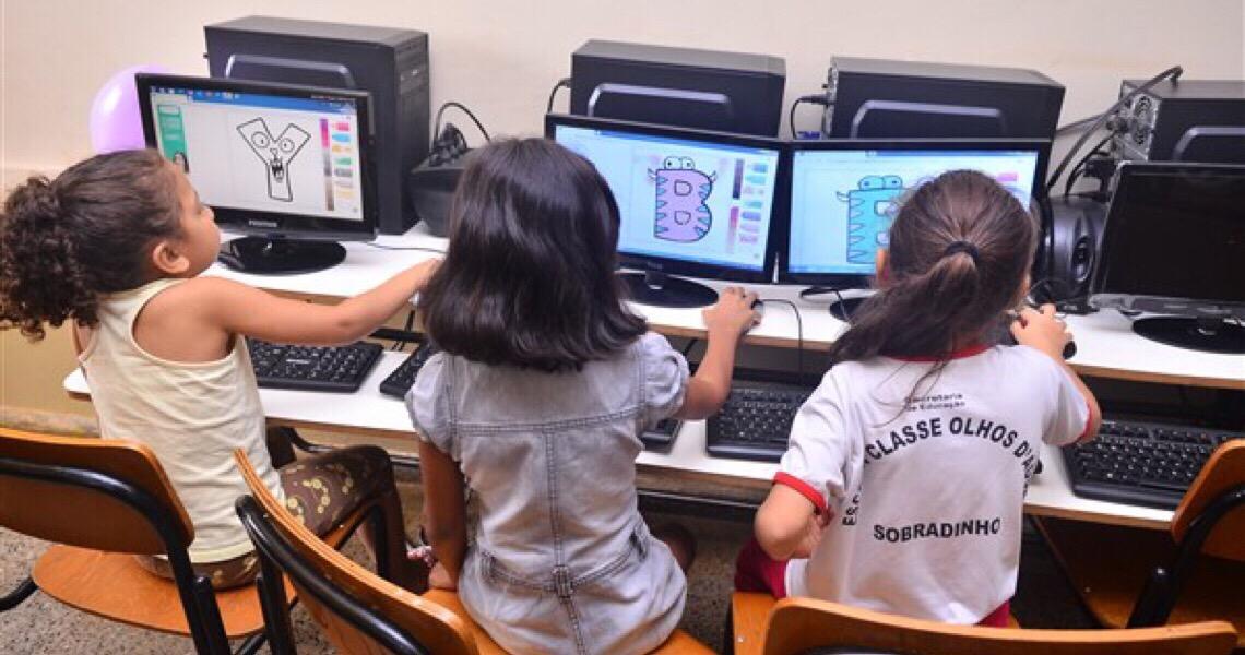 Laboratório de informática de escola rural é revitalizado com recursos de medidas alternativas