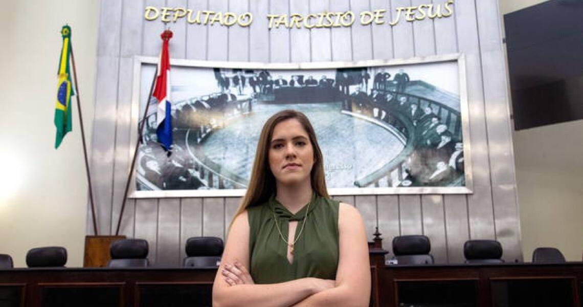 Cibele Moura, a mais jovem deputada de Alagoas critica a 'lacração' nas redes