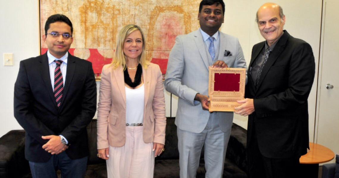 Embaixada da Índia doa busto de Gandhi ao Governo do Distrito Federal