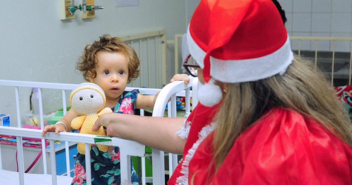 Crianças internadas no Hospital Regional de Taguatinga celebram Natal