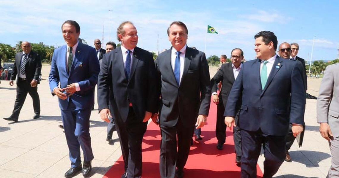 """Jair Bolsonaro diz que colocará no """"pau de arara"""" ministro envolvido em corrupção"""