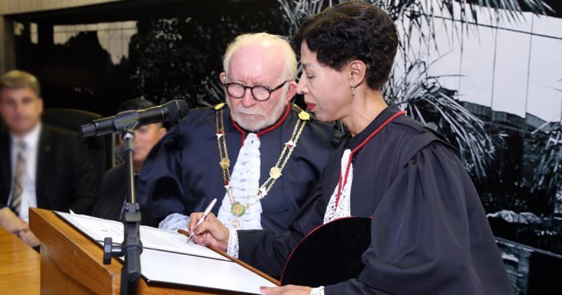 Maria Ivatônia dos Santos toma posse como desembargadora do TJ do DF