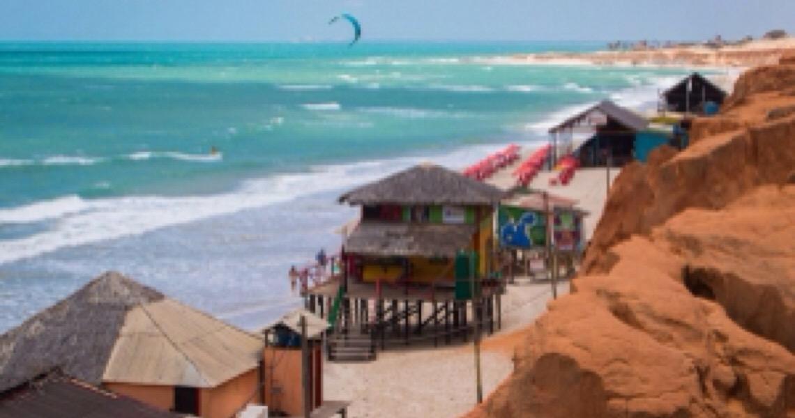 Dólar alto e praias com óleo: como será a alta temporada para o turismo?