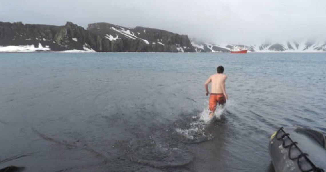 Cruzeiros para poucos levam viajantes à Antártida