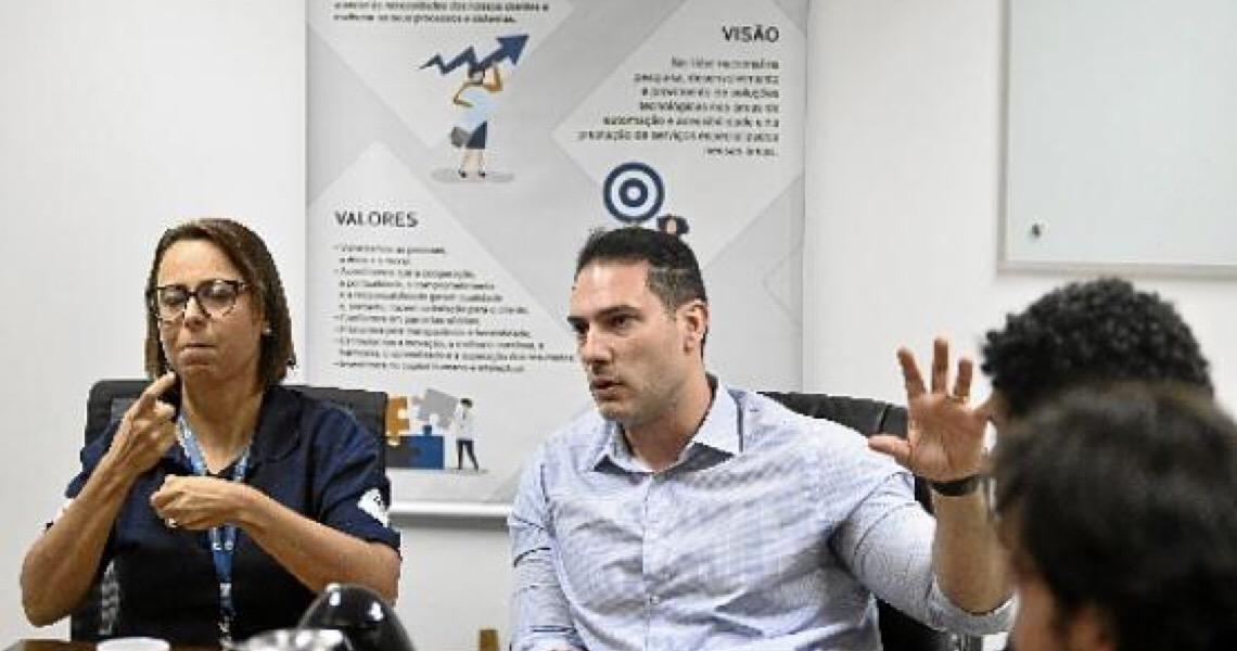 Desenvolvido por um grupo brasiliense, aplicativo ajuda pessoas surdas