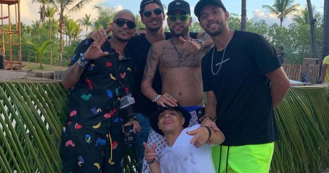 Tuchel não vê problema em festas de Neymar: 'férias são para se aproveitar'