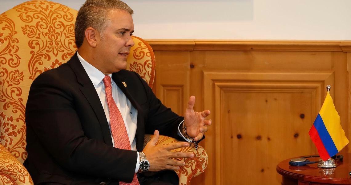 Exército da Colômbia grampeou ilegalmente juízes, políticos e jornalistas, diz revista