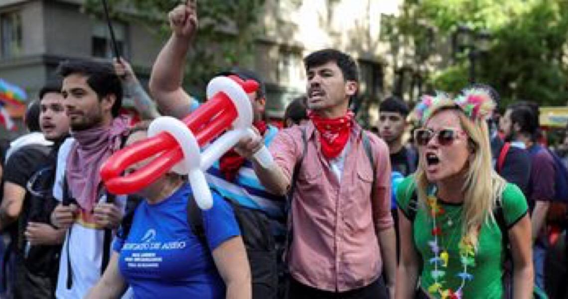 Conferência debate papel dos jovens ante a crise na América Latina