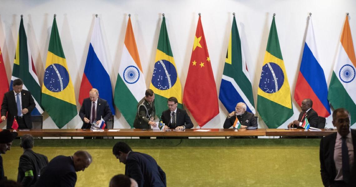 Por que países do BRICS se afastam do dólar?