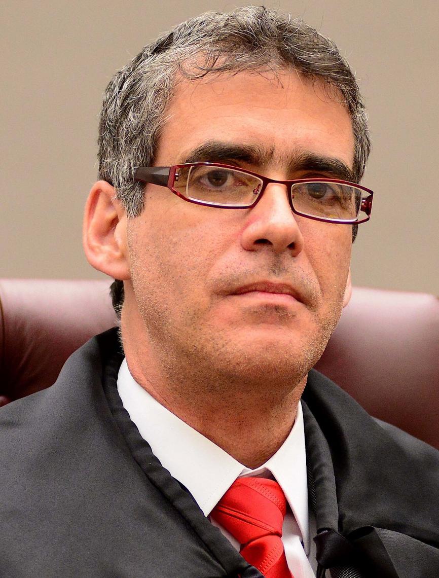 Rogério Schietti. Juiz não pode fazer as vezes de acusador, papel dos promotores