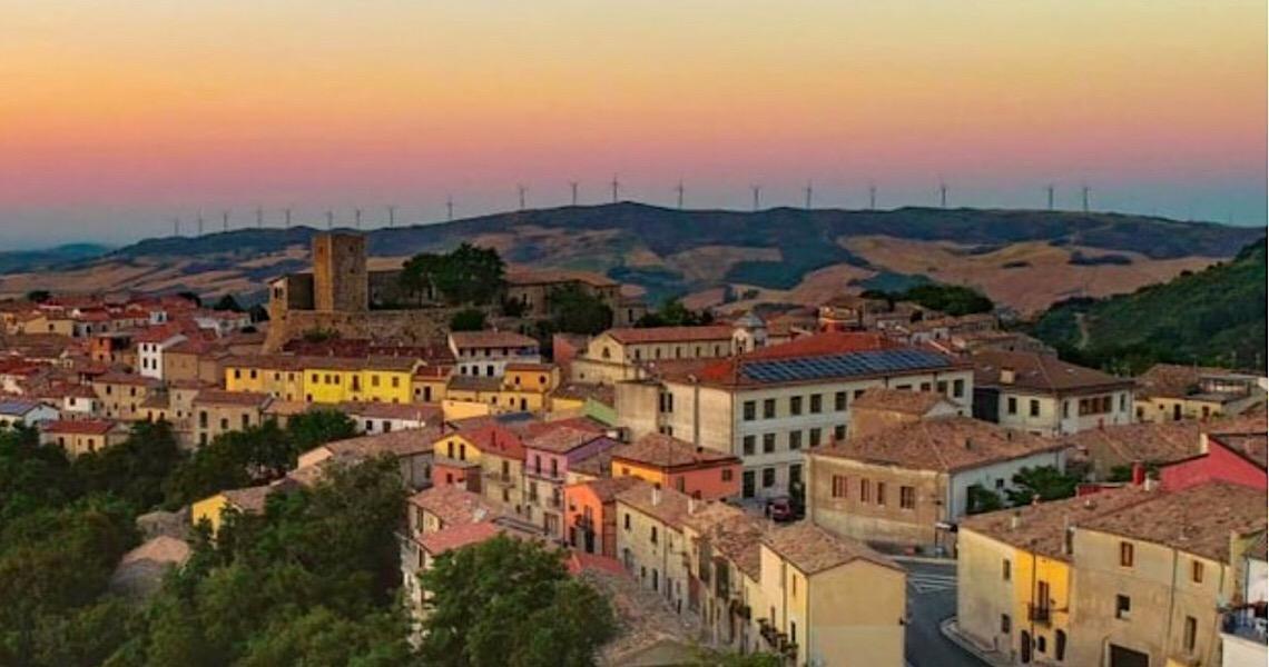 Cidade italiana vende casas a 1 euro. Ideia é repovoar locais que foram abandonados