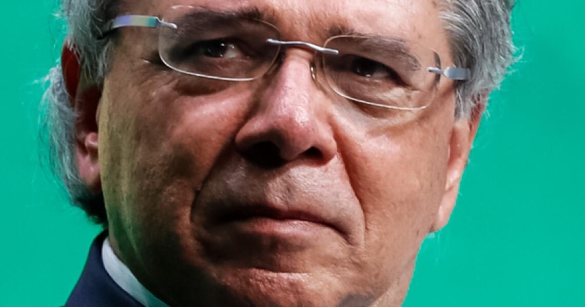 Governo quer 'imposto do pecado' sobre cigarro, álcool e doces, diz Guedes em Davos