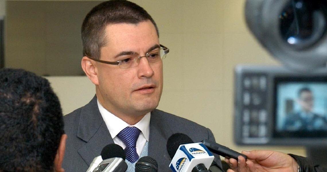 Jair Bolsonaro atira em Sergio Moro para abater o diretor-geral da PF, Maurício Valeixo